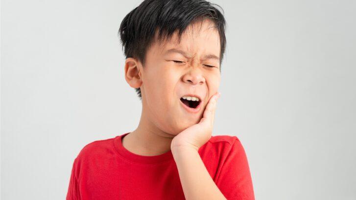 little boy child have toothache
